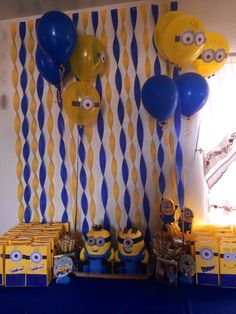 minion backdrop paper no balloon Minion Party Theme, Despicable Me Party, Minion Birthday, 4th Birthday Parties, Birthday Fun, Birthday Ideas, Minion Baby Shower, Baby Poster, Party Decoration