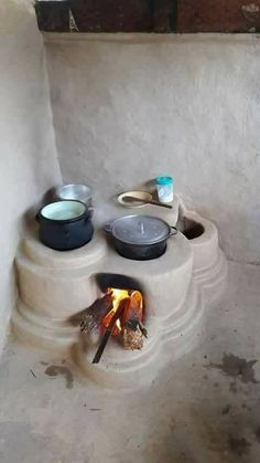 Great for outdoor cooking Outdoor Kitchen Design, Home Decor Kitchen, Earthship Home, Mud House, Outdoor Stove, Tadelakt, Natural Homes, Rocket Stoves, Earth Homes