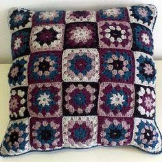 Granny square cushion Crotchet, Knit Crochet, Crochet Hats, Granny Square Blanket, Granny Squares, Crochet Ideas, Crochet Patterns, Easy Crochet Blanket, Crochet Cushions