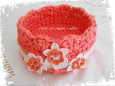 Cestino in fettuccia lavorato ad uncinetto by https://www.facebook.com/creareconpassioneeamore/ … #crochet #handmade #basket #lemaddine #Flower