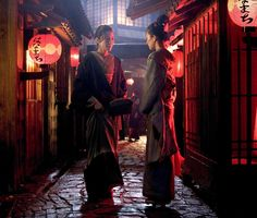 Still of Michelle Yeoh and Ziyi Zhang in Memoirs of a Geisha (2005) http://www.movpins.com/dHQwMzk3NTM1/memoirs-of-a-geisha-(2005)/still-3683945472