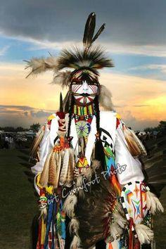 Dancer in traditional regalia at a Saskatchewan, Canada First Nations pow wow. Native American Warrior, Native American Images, Native American Regalia, Native American Artwork, Native American Beauty, American Indian Art, Native American History, American Indians, Native Indian