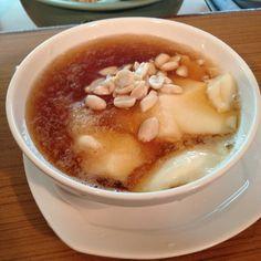 Soybean pudding w/ peanut and black sugar syrup