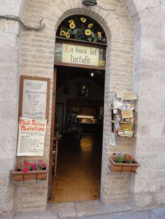 La buca del tartufo, Gubbio, Italia - www.ilrespiro.net