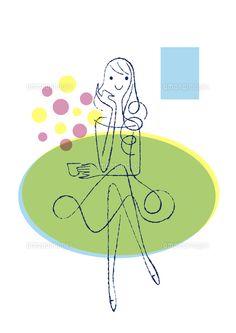 ソファーに座るカップを持つ女性 (c)Formmart