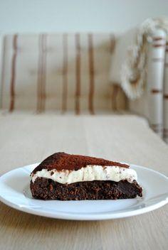 Cakes – Page 2 Danish Dessert, Cake Recipes, Dessert Recipes, Xmas Dinner, Tiramisu, Homemade Vanilla, Moist Cakes, Cake Tins, Round Cakes