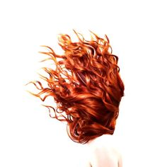 hair girl Why curly haired girls are all trying hair plopping Grow Long Hair, Grow Hair, Hair Plopping, Danielle Victoria, The Wicked The Divine, Lily Evans, Clary Fray, Cheryl Blossom, Beauty Trends