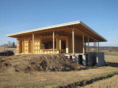 AB ateliér: RD Jablonná - přízemní moderní dřevostavba z fošinkové konstrukce Sunday, Cabin, House Styles, Image, Home Decor, Domingo, Decoration Home, Room Decor, Cabins