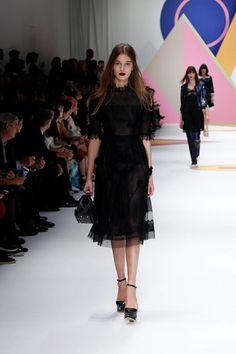Sfilata Shiatzy Chen Parigi - Collezioni Primavera Estate 2016 - Vogue