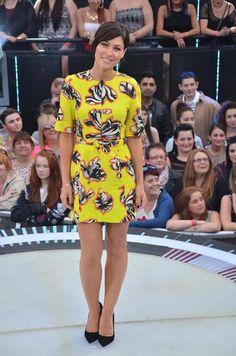 Emma Willis slipped into a yellow printed frock by British designer Jonathan Saunders at Big Brother eviction night. www.handbag.com