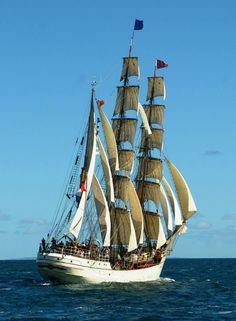 For all your bulk shippment solutions, contact us : www.in Carriers ship Charter Broker Propelled Barges Sailing Day, Old Sailing Ships, Shrimp Boat, Boat Lights, Sailboat Art, Around The World In 80 Days, Tug Boats, Speed Boats, Boats