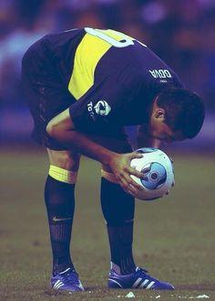 Riquelme Best No. Soccer Ball, Messi, Leo, Football, Baseball Cards, Running, Youtube, Legends, Gaston