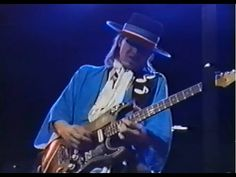 ▶ Stevie Ray Vaughan - Blues Before Sunrise&Lost Cause 12/13/1983 - YouTube