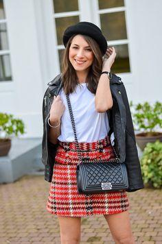 Fashion / Blog / outfit / look / style - a plaid skirt - leatherjacket , hat , chanel boy bag , karierter Rock , lederjacke , boyfriend shirt