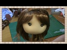 Tutorial: Como poner pelos a una muñeca de tela - YouTube