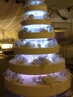 COME ON? SERIOUSLY? MASSIVE #Wedding Cake WITH LIGHTS!