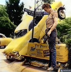 James Dean the Giant at a weird car wreck on Sunset BLVD James Dean Life, Old Hollywood Actors, James Dean Photos, Male Icon, He Makes Me Happy, Jimmy Dean, Actor James, American Idol, Marilyn Monroe