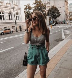 Pin by Look Todo dia on Look Short Jeans in 2019 Short Outfits, Trendy Outfits, Cute Outfits, Fashion Outfits, Spring Summer Fashion, Spring Outfits, Look Short Jeans, Looks Teen, Moda Chic