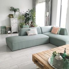 Here's The Best Green Living Room Ideas Living Room Green, Home Living Room, Interior Design Living Room, Living Room Designs, Living Room Decor, Cosy Interior, Deco Studio, Sala Grande, Living Room Inspiration