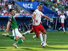 Eurocopa: Polonia la ganó por la mínima diferencia a Irlanda del Norte e inaugura el grupo C lider, a su vez comparte el mismo grupo con Alemania y Ucrania