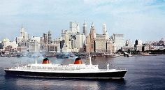 Le paquebot France : première traversée transatlantique. Le 8 février 1962, 1958 passagers du France arrivent à New York, après cinq jours de navigation.