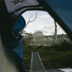 Do you ever have a moment when you know you're exactly where you should be? Waking up on The Overland Track will give you just that. @madeleinetbecker told us that this is her favourite spot in Tasmania, and rightfully so! As one of Australia's most famous hiking routes it spans over 65km across ruggedly beautiful and diverse Tasmanian wilderness. It's definitely one for the bucket list in #TasmaniasNorthWest!