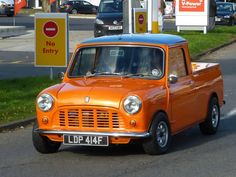 The commercial Pickup version of the classic Mini is just so cool...... such a useful little workhorse..... very few around now! #MiniPIckup