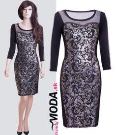 Elegantné krátke spoločenské šaty v dĺžke po kolená s abstraktnou kvetinovou potlačou, priesvitnou tylovou časťou v oblasti dekoltu a na rukávoch.-trendymoda.sk