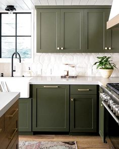 Kitchen Inspirations, Kitchen Cabinet Design, Kitchen Colors, Bold Kitchen, Green Kitchen Cabinets, Kitchen Cabinet Colors, Kitchen Design, Kitchen Renovation, Blue Kitchen Cabinets