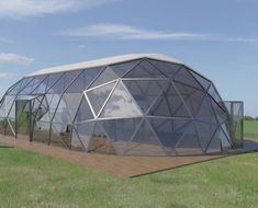Various sizes and geometries: Icosahedron, octahedron or hexagonal domes, zomes. Choose Your dome design! Geodesic Dome Greenhouse, Greenhouse Farming, Geodesic Dome Homes, Small Greenhouse, Prefabricated Houses, Dome House, Modular Homes, Garden Structures, Greenhouses