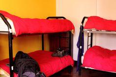 la pieza 6 con 8 camas, 4 camarotes