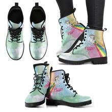 Einhorn Rainbow Boots Pffft  Handgefertigte Premium Schuhe aus umweltfreundlichem Material Individueller doppelseitiger Druck Abgerundete Schuhspitze, für mehr Bewegungsfreiheit Schnürverschluss für eine angenehme Passform Weiches Textilfutter mit robuster Konstruktion für maximalen Komfort Hochwertige Gummi-Außensohle für außergewöhnliche Belastbarkeit Komfort, Dr. Martens, Combat Boots, Material, Shoes, Fashion, Ladies Shoes, Handmade, Unicorn