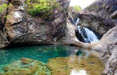 As águas cristalinas de Fairy Pools, em Isle of Skye, no norte da Escócia © Daniel Stockman #momondo