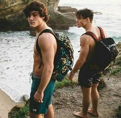Dolan Twins Grayson and Ethan Dollan Twins, Cute Twins, Triplets, Cute Boys, My Boys, Ethan And Grayson Dolan, Ethan Dolan, Dolan Twins Wallpaper, Gorgeous Men