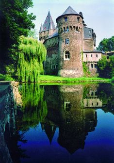 Solve Schloss Hülchrath, Deutschland jigsaw puzzle online with 96 pieces Beautiful Castles, Beautiful Places, Dark Castle, North Rhine Westphalia, Germany Castles, Beautiful Architecture, Holiday Travel, Places To Visit, Around The Worlds