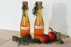 Selbstgemachter Bratapfel Likör zu Weihnachten - Fashion Kitchen Diy Presents, Christmas Kitchen, Cocktails, Drinks, Hot Sauce Bottles, Champagne, Food And Drink, Healthy Recipes, Weihnachten Diy