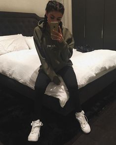 Inspirations of Kylie Jenner's Outfit for Your Casual Day - Femalikes Tumblr Outfits, Mode Outfits, Outfits For Teens, Winter Outfits, Casual Outfits, Hoodie Outfit Casual, Teen Party Outfits, Baddie Outfits Party, Ghetto Outfits