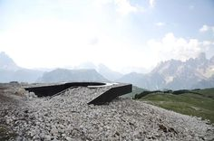 messner architects' monte specie lookout in the dolomites Landscape Structure, Landscape Design, Landscape Arquitecture, Pedestrian Bridge, Fenced In Yard, Front Yard Landscaping, Installation Art, Modern Architecture, Places To Visit