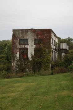amazing blog of photos of abandoned places.    Fredericksburg, VA - October 2012