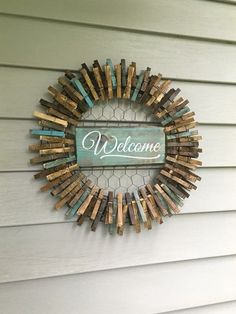 DIY Rustic Clothespin Wreath With chicken wire Wreath Crafts, Diy Wreath, Door Wreaths, Rustic Wreaths, Country Wreaths, Fabric Wreath, Wreath Ideas, Crafts To Make, Home Crafts