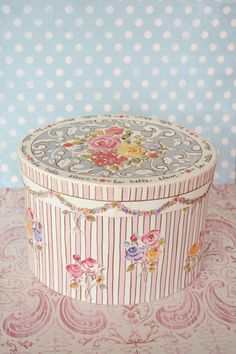 Fripperies:  Stunning Vintage Oval Floral #Box.