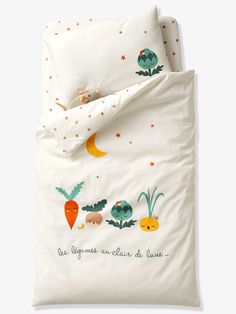 Keep your little one cosy and warm with Vertbaudet's gorgeous collection of cot bed duvet covers, available in a variety of styles and colours. Cot Bed Duvet Cover, Duvet Bedding Sets, Kids Comforters, Kids Bedding Sets, Baby Bedroom Furniture, Rainbow Room Kids, Childrens Beds, Kid Beds, Children's Place