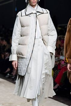 Fendi Fall 2019 Ready-to-Wear Fashion Show Details: See detail photos for Fendi Fall 2019 Ready-to-Wear collection. Look 59 High Fashion, Winter Fashion, Fashion Show, Top To Toe, Stylish Outfits, Stylish Clothes, Designer, Fendi, Cool Style
