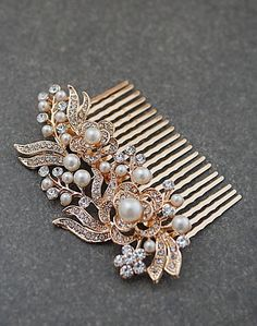 Vintage Style Hair comb Pearl and Crystals Bridal Hair comb in Rose Gold from EarringsNation Vintage style weddings Rose Gold Weddings
