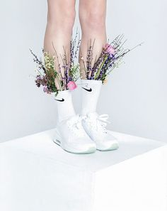 Fashion still life with plants and flowers on white background: very sharp and hip art direction. Beauty Photography, Still Life Photography, Fashion Photography, Shoe Photography, Fashion Foto, Fashion Tape, Nike Fashion, Street Fashion, Mode Editorials