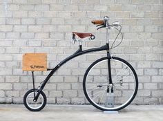 Brie Messenger Bike by Vanguard Bikes. Velo Design, Bicycle Design, Cool Bicycles, Cool Bikes, Penny Farthing, Bike Pedals, Mode Of Transport, Love Car, Vintage Bikes