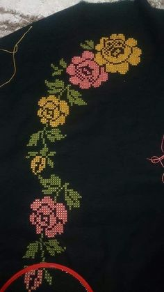This Pin was discovered by Hül Cross Stitch Rose, Cross Stitch Flowers, Cross Stitch Embroidery, Flower Embroidery Designs, Floral Embroidery, Hand Embroidery, Cross Stitch Designs, Cross Stitch Patterns, Baby Knitting Patterns