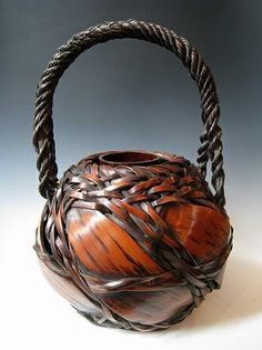 Bamboo ikebana basket Pin-a-way Japanese Bamboo, Japanese Art, Bamboo Weaving, Basket Weaving, Making Baskets, Native American Baskets, Indian Baskets, Bamboo Art, Bamboo Basket