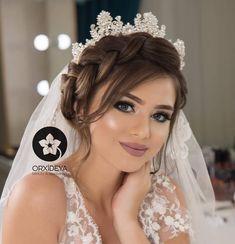 Popular elegant wedding makeup brides make up Dramatic Wedding Makeup, Bridal Makeup Looks, Bride Makeup, Wedding Hair And Makeup, Hair Makeup, Wedding Hairstyles For Women, Wedding Hairstyles With Crown, Bride Hairstyles, Messy Hairstyles