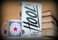 Rezension: Hool ist der preisgekrönte Debütroman von Philipp Winkler. Der Protagonist Heiko ist ein schlagkräftiger Hooligan.